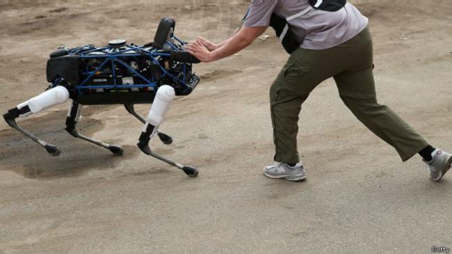 आविष्कारले उब्जाएको समस्या : रोबोटले हत्या गर्छ, कम्पनीले अस्वीकार गर्छ