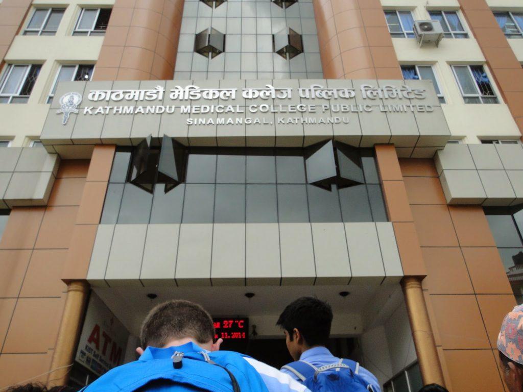 विरामीमाथि केएमसी अस्पतालको खेलवाड, म्याद सकिएको सुई दिएपछि सरकारद्वारा सिलबन्दी
