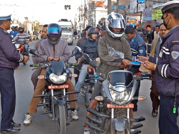 काठमाडौंमा ट्राफिक नियम उल्लंघन गर्ने बढे, ६ लाख ३९ हजार सवारी साधन कारवाहीमा