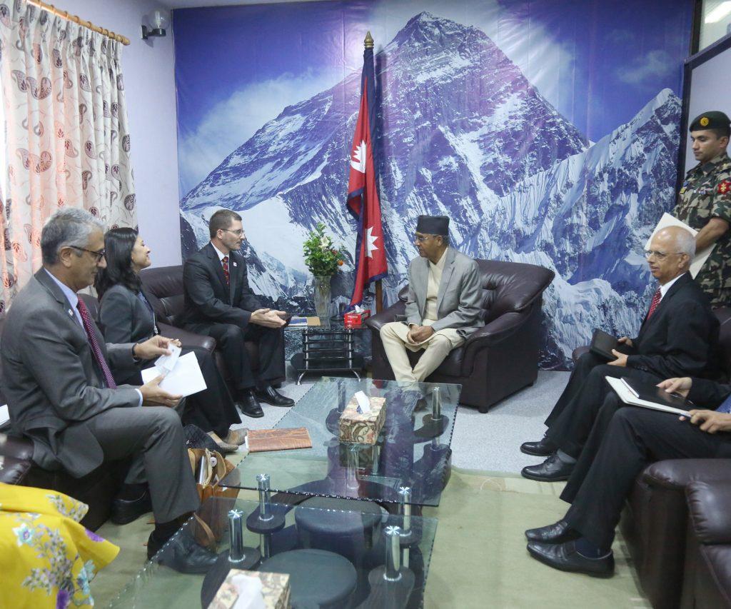 चीन-भारत तनाव सुरु भएका वेला एसिया हेर्ने अमेरिकी टोली नेपालमा, के भन्यो टोलीले प्रधानमन्त्री देउवासँग