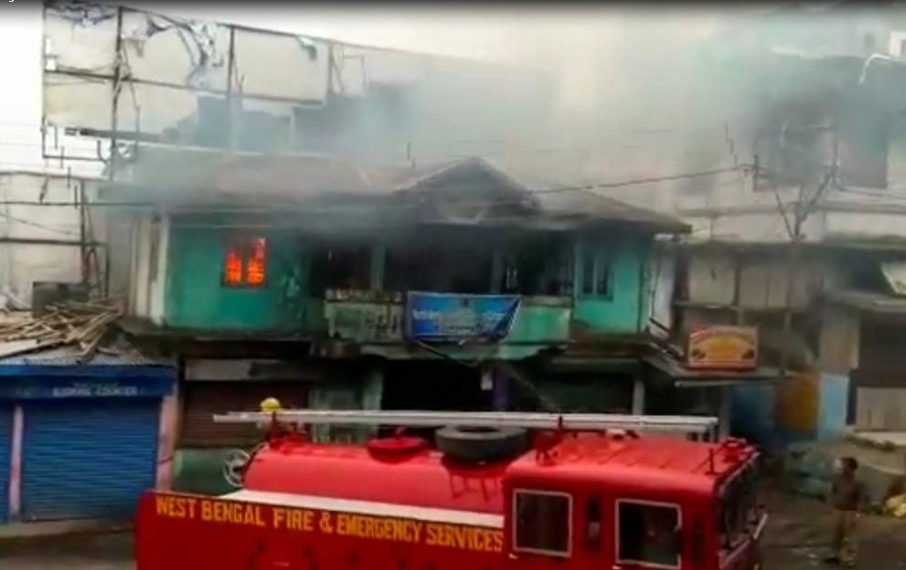 पश्चिम बंगालको यातायात कार्यालय आगो लगाएर नष्ट, बेनर्जीको पार्टी छाड्नेको लर्को (एक्क्ल्युसिभ भिडियोसहित)