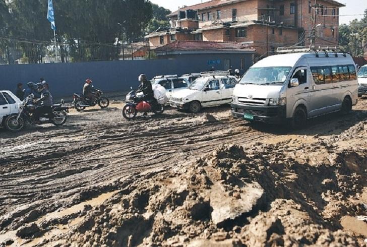 काठमाडौंका सडक निर्माण व्यवसायी र सम्बद्ध निकायलाई कारवाही गर्न निर्देशन