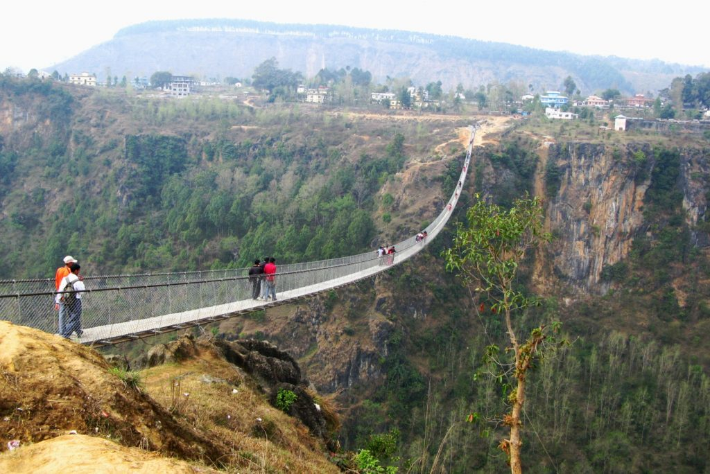 पर्वतमा अग्ला पुल, ठूलो ढुङ्गो र केबलकारको आकर्षण, पर्यटकको घुइँचो