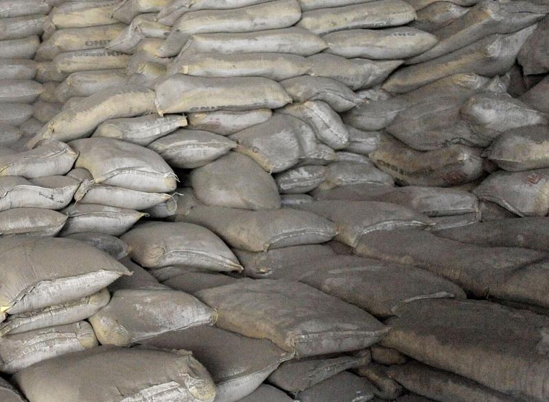 कम तौलको सिमेन्ट बेच्ने र गुणस्तरहीन जारमा पानी बेच्ने राजधानीका पसलमा सिलबन्दी